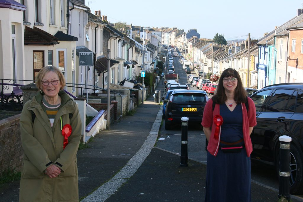 Ali and Ruby, with Victorian terraced housinng behind