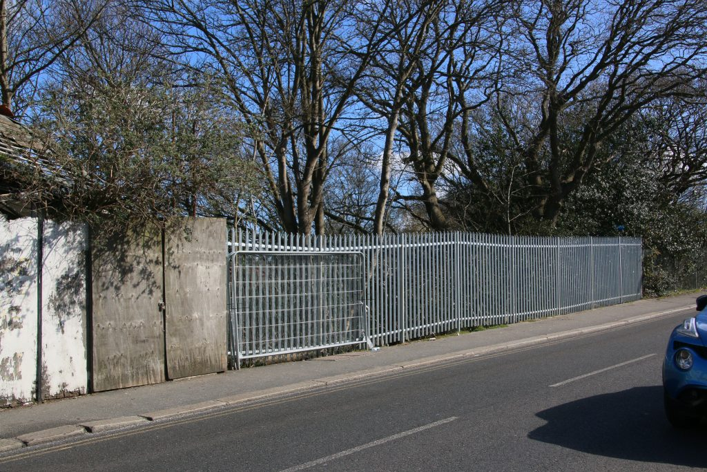high aluminium fencing with spiked tops along footway of road